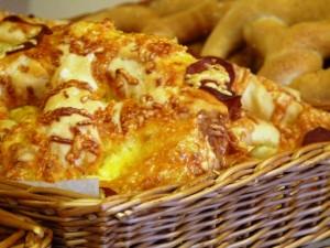 sajttal töltött gluténmentes perec